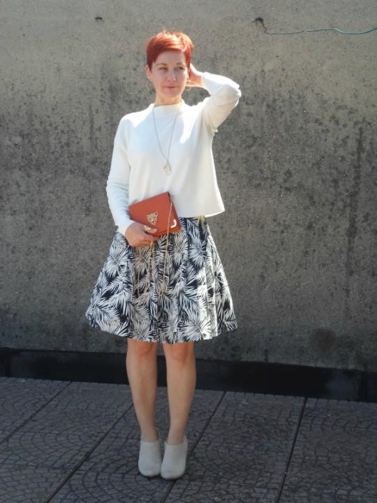 Palm-Print-Midi-White-Sweater-Mini-Bag (8)a
