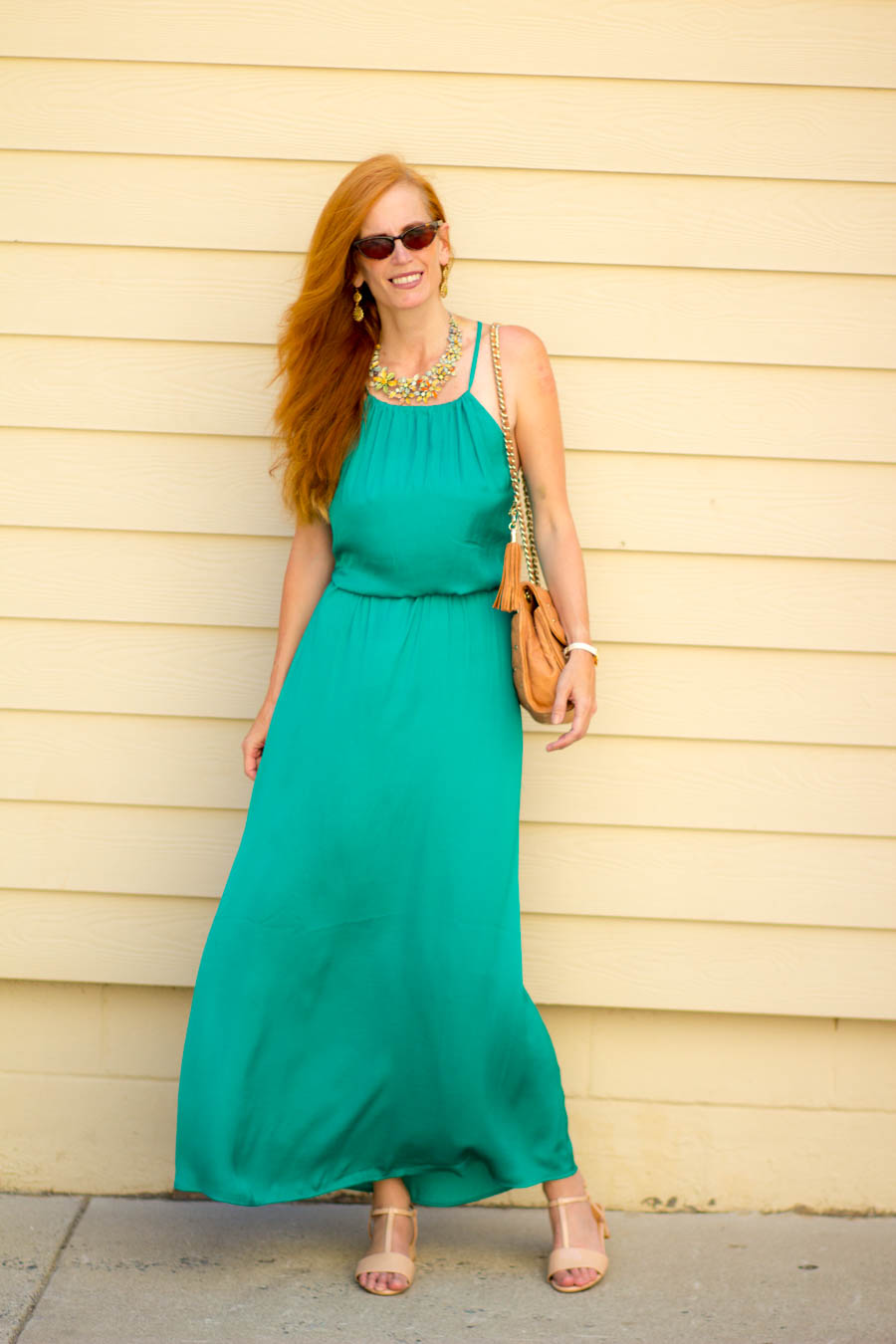 What color jewelry goes with green dress