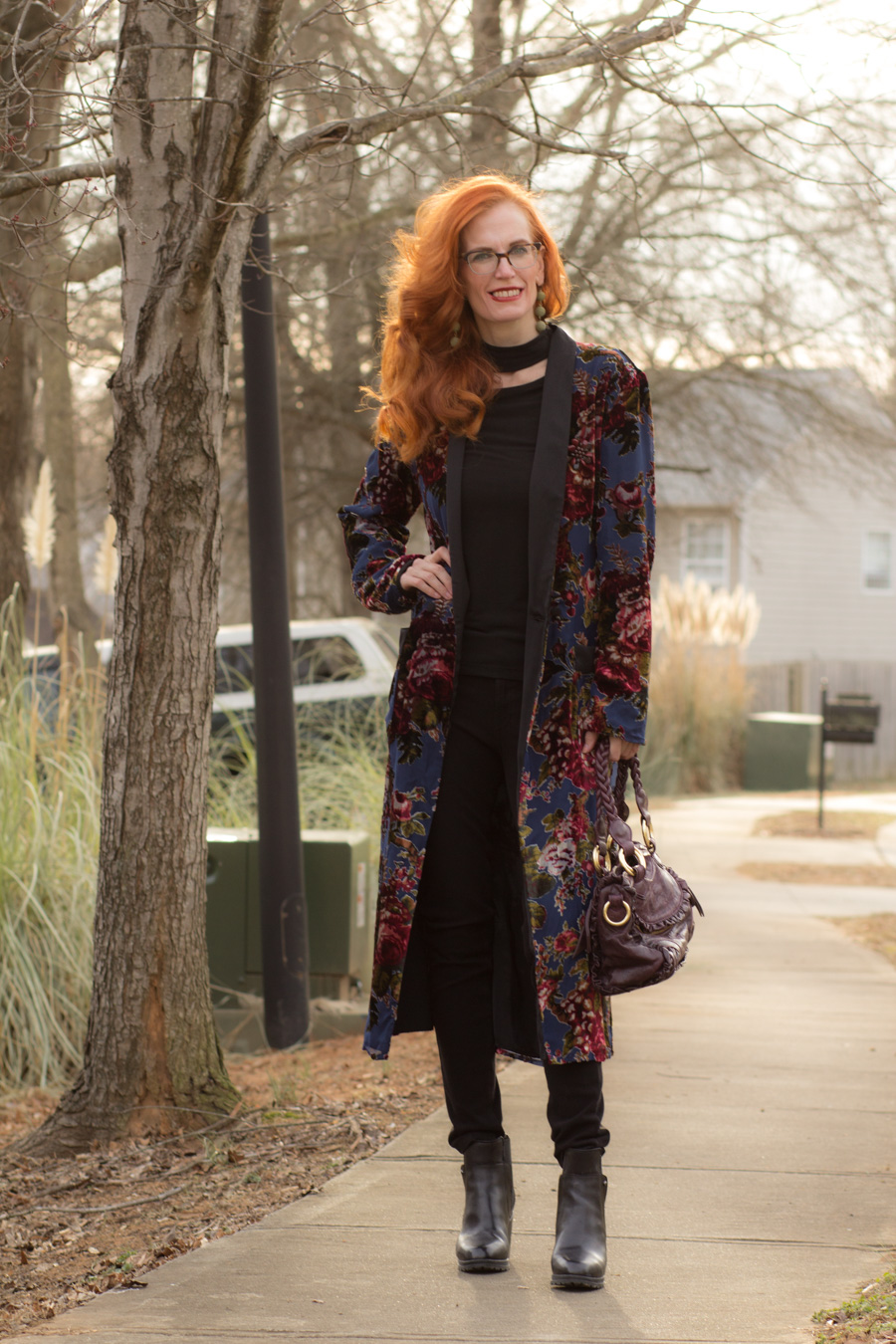 """14a3e8c2 A long floral velvet kimono/duster, black jeans, and block heeled black  booties, kind of gives off a """"Stevie Nicks Vibe""""."""