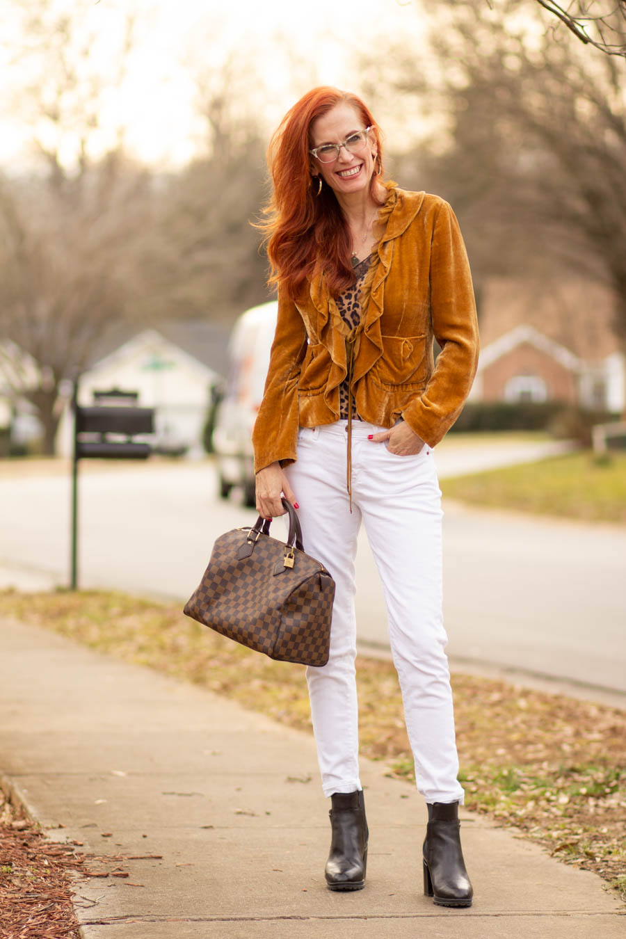 white jeans with neutrals