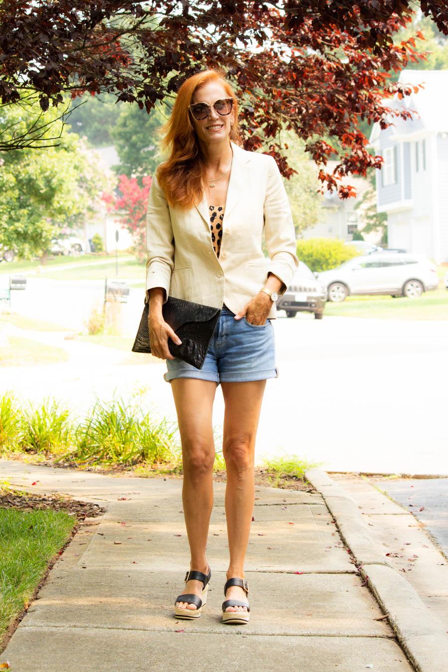 Women's casual denim shorts look